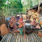 Cortadores de cabezas en Borneo