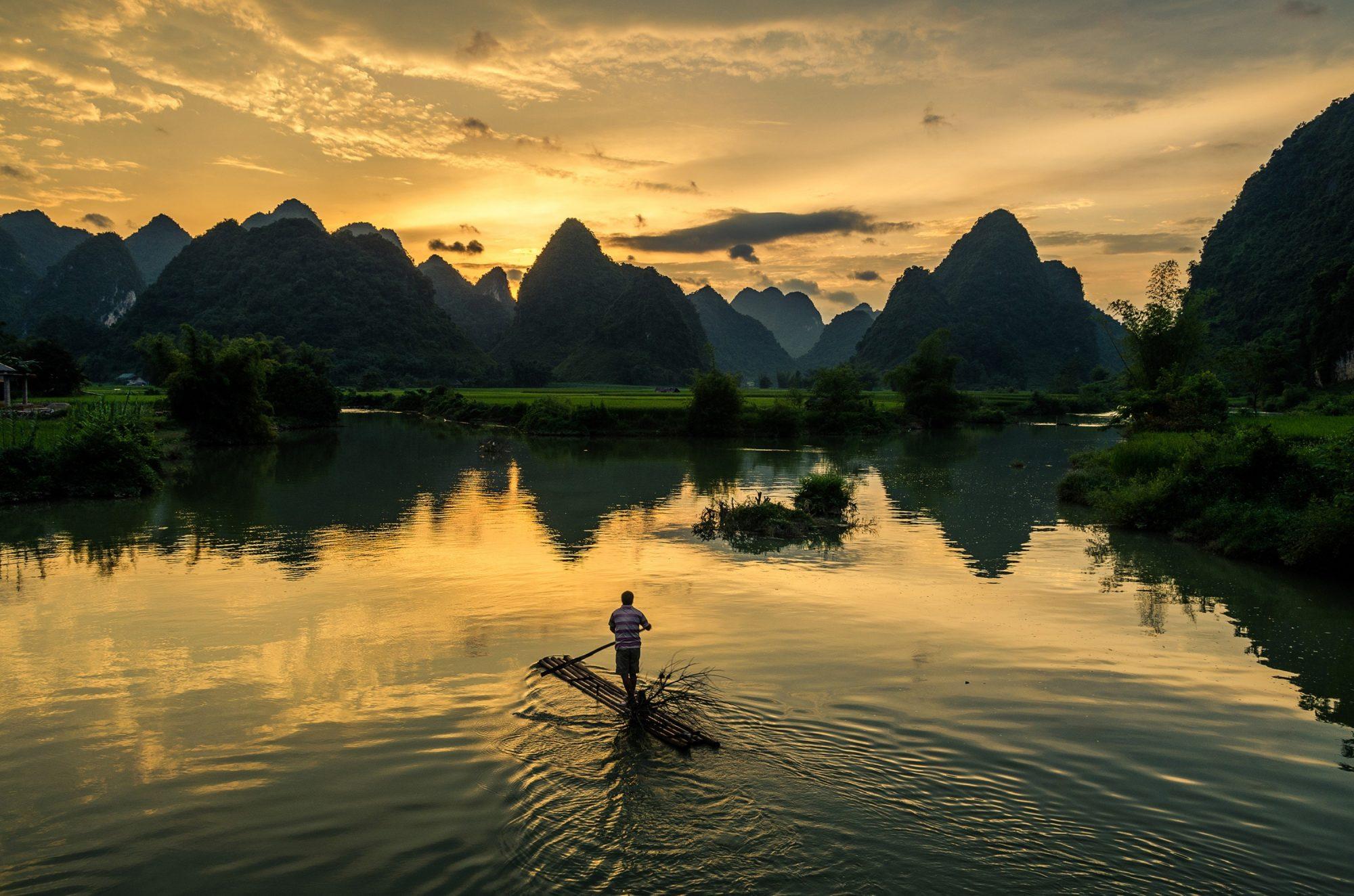 La belleza de Halong en el mar… o en medio de arrozales