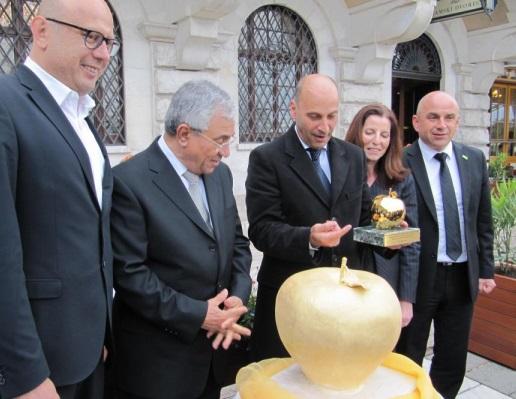 FIJET premia con la Manzana de Oro a la cueva eslovena Postojnska