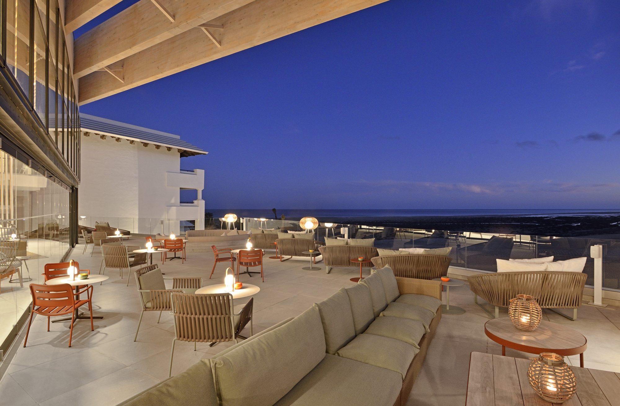 "Innside Fuerteventura acoge la exposición gráfica de Lucilla Bellini ""Duermevela"""